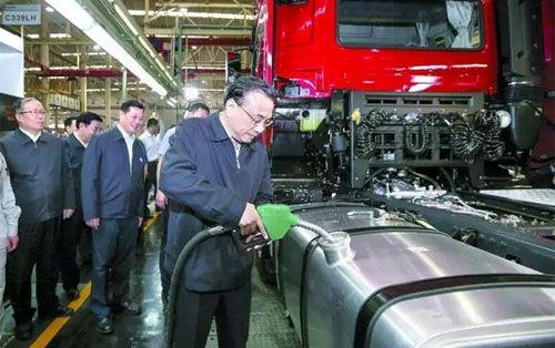 """李克强:""""中国制造""""需要一场品质革命""""/"""