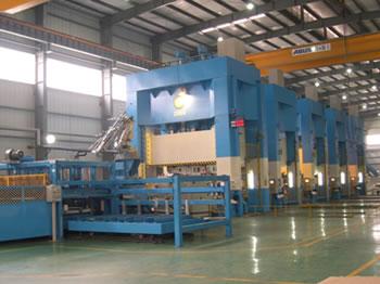 2000吨自动化框架式液压机冲压生产线