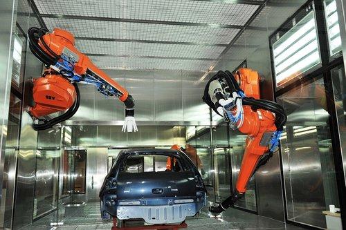 B建成中国首个机器人整车喷涂实验中心