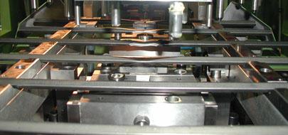 螺杆驱动的多工位精压机