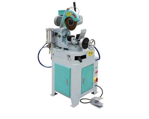 循环冷却系统,具有特大容量之贮油桶,确保锯片寿命一,切面平整.   4.