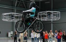 捷克研制的电动飞行自行车成功起飞