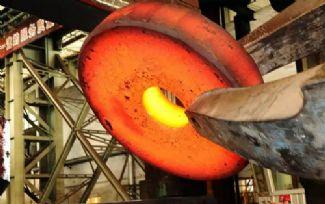 大连特钢首次生产出大型孔饼类锻件产品