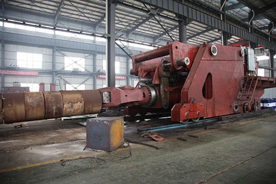 罗马尼亚30吨数控锻造操作机机正在安阳锻压工厂装配